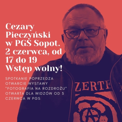"""Spotkanie z kolekcjonerem Cezarym Pieczyńskim na wystawie """"Fotografia na rozdrożu""""."""
